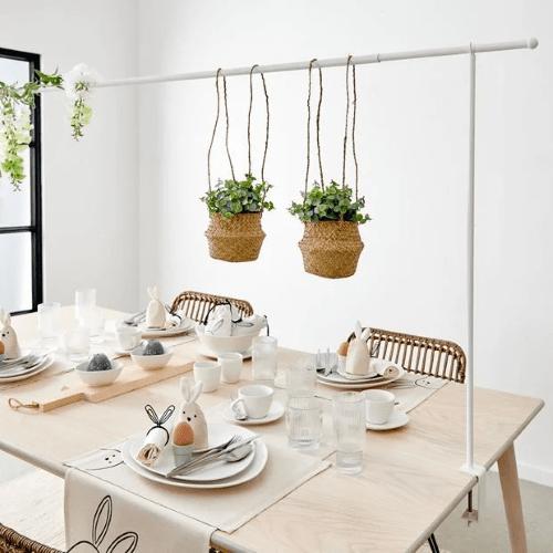plantstyling, inspiratie, eethoek, plantenhemel, tafelklem, hangplanten, planten boven eettafel