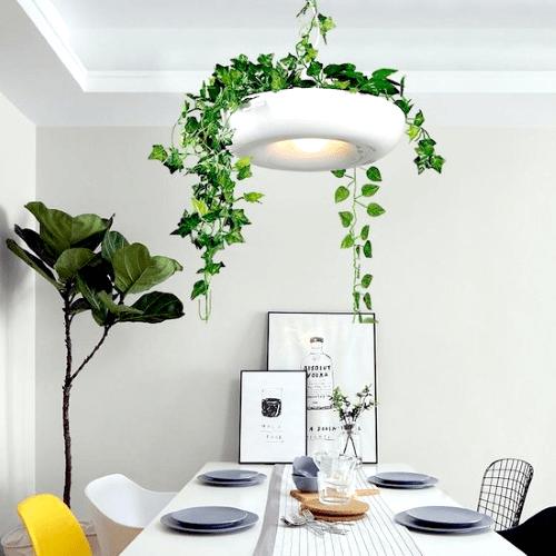 plantstyling, inspiratie, eethoek,  plantenhemel hangplanten, planten boven eettafel, hanglamp