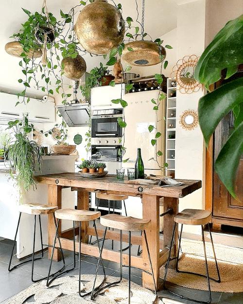 plantstyling, inspiratie, eethoek, plantenhemel, hangplanten, planten boven eettafel